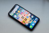 Apple reportedly halved iPhone X production targets